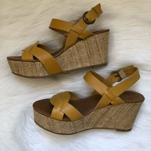Crown Vintage yellow wedges SZ 7
